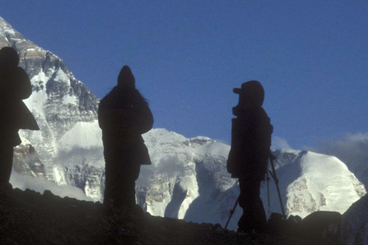 Mountaineers infront of Mount Everest, Tibet, China. | © SummitClimb Tibet (China ) - Felix Berg