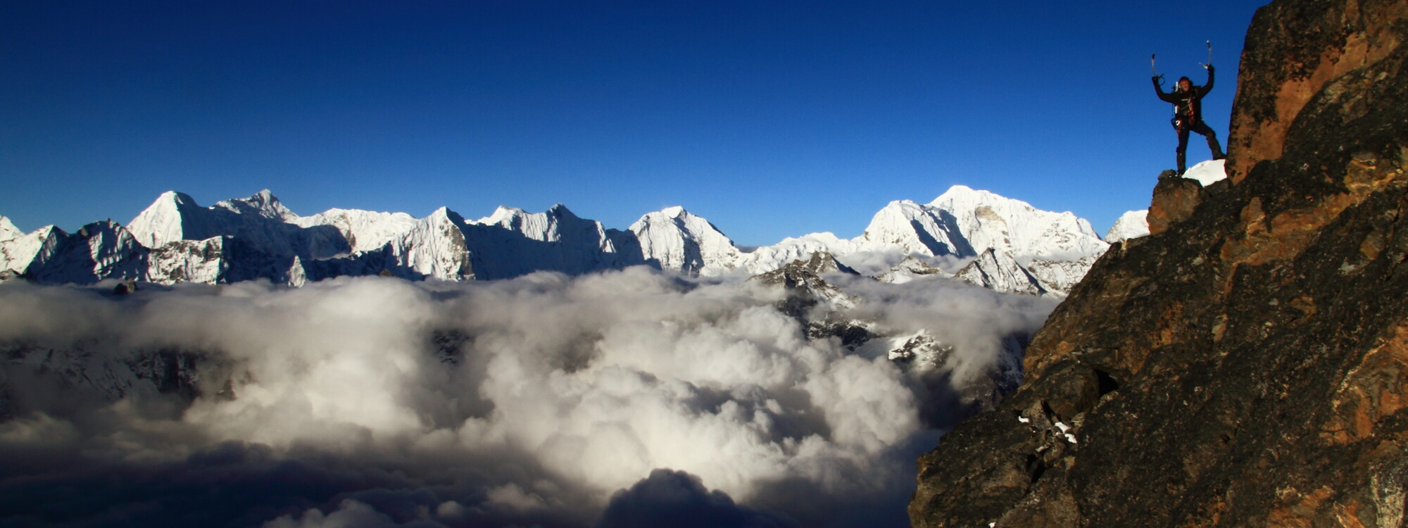 Robert Steiner am Cholatse, Nepal Expeditionen 7000m, Blick ins Himalaya.