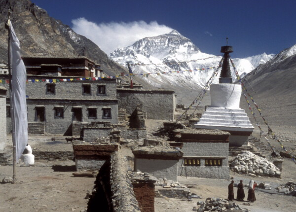 Mount Everest: Blick mit Rongbuk Kloster, Tibet, China.