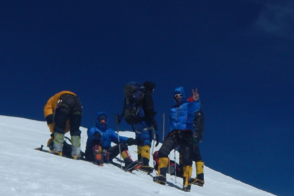 Team on the Summit of Broad Peak, Pakistan | © SummitClimb Felix Berg