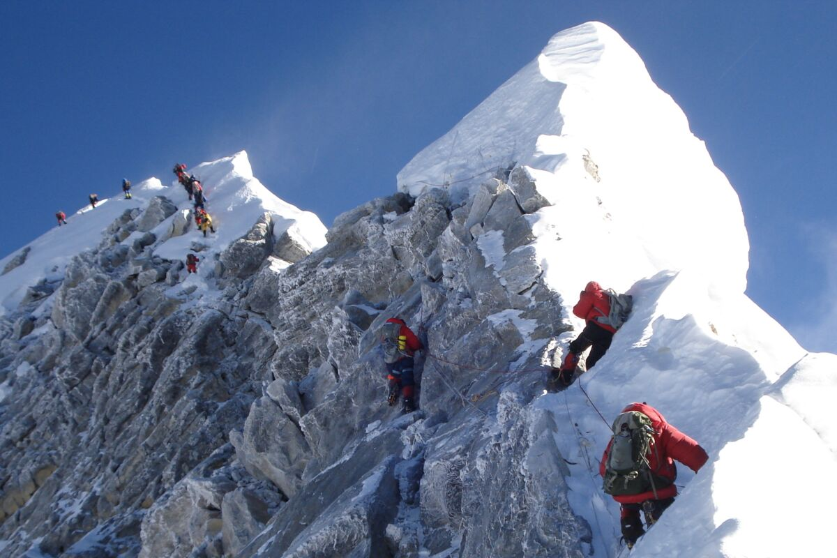 Everest Climbers on the summit ridge, South summit, the Hillary Step and the summit of the world. | © Mount Everest Nepal