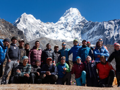 Team infront of Ama Dablam, 10 Years SummitClimb DE - celebration | © SummitClimb (c) Felix Berg