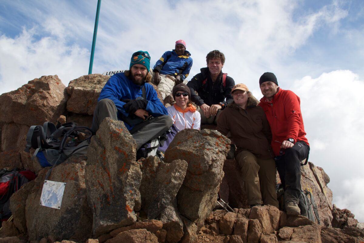 Team auf dem Point Lenana (4985m) Summit | © SummitClimb Kenya (c) Felix Berg