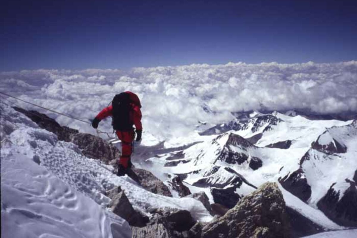 Everest Besteigung Tibet: Bergsteiger am Nordgrat auf 8400m | © SummitClimb Mount Everest