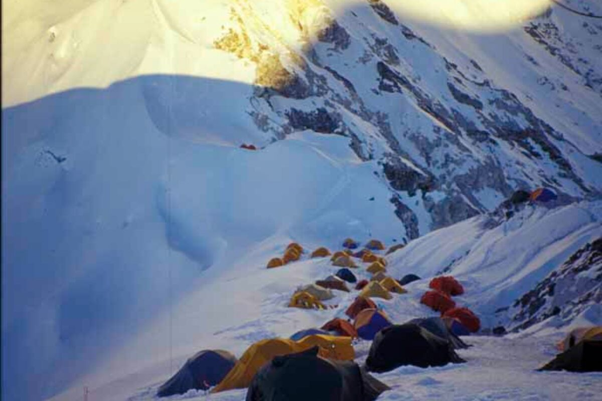 Zelte am Hochlager des Cho Oyu - 8201m Expedition