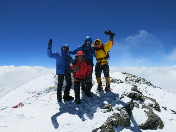 Muztagata Summit: Team on top (photo: Mountain Guide Julian Beermann)